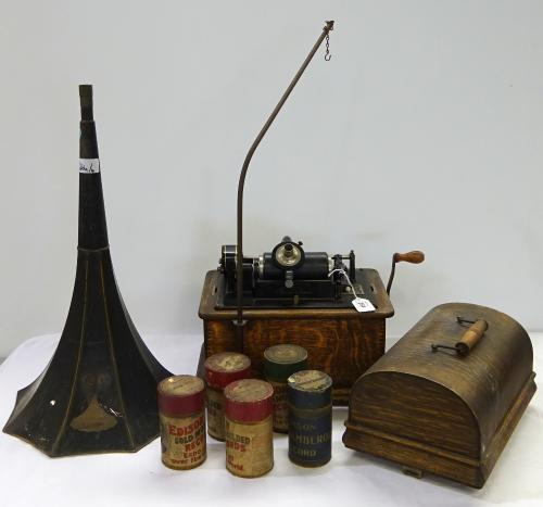 Image of Lot  264  - An Edison Standard Phonograph with horn and five records (4)